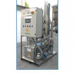 Generatore di vapore elettrico con degasatore